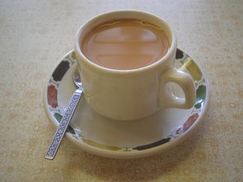من يحب الشاي مع الحليب